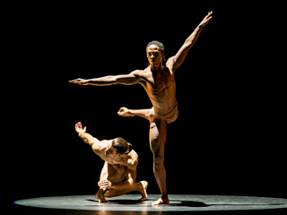 Acosta Danza dancers in performance ©Johan Persson