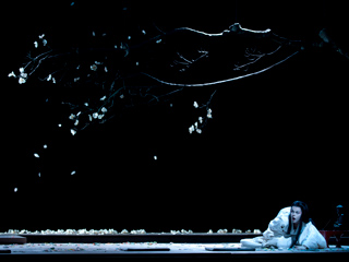 Striking Japanese-inspired imagery in Madama Butterfly ©2015 ROH. Photographed by Bill Cooper.
