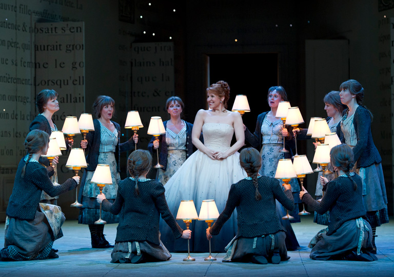 Joyce DiDonato as Cendrillon and the Royal Opera Chorus in Cendrillon © ROH/Bill Cooper, 2011