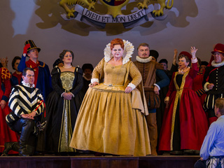 Susan Bullock as Queen Elizabeth I, Toby Spence as the Earl of Essex and Mark Stone as Lord Mountjoy in Gloriana © ROH / Clive Barda, 2013