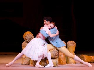 Marianela Nu?ez as Lise and Carlos Acosta as Colas in La Fille mal gardée ?ROH/Tristram Kenton, 2012