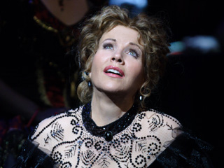 Renée Fleming as Violetta Valéry in La traviata © Catherine Ashmore, 2009