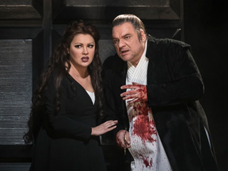 Anna Netrebko as Lady Macbeth and Željko Lučić as Macbeth In Macbeth © 2017 ROH. Photograph by Bill Cooper