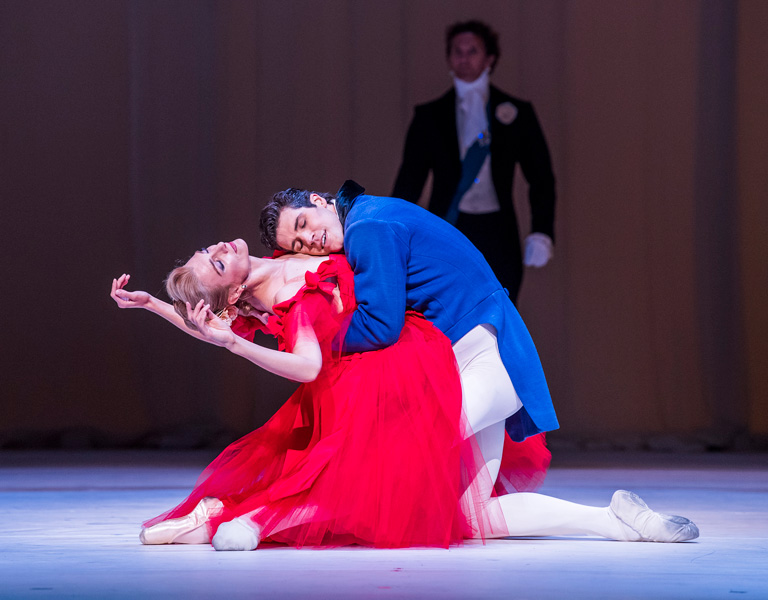 Zenaida Yanowsky and Roberto Bolle in Marguerite and Armand ©2017 ROH. Photograph by Tristram Kenton